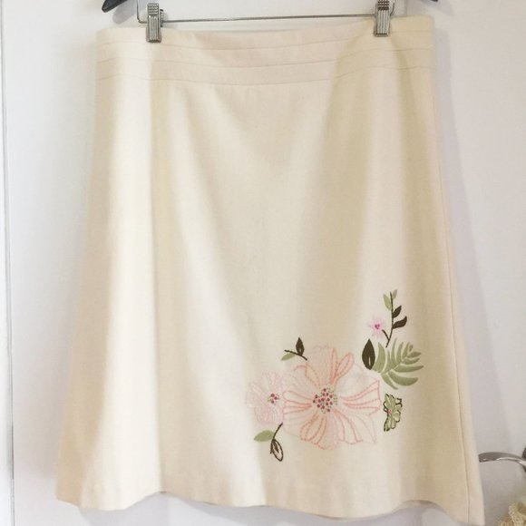 50% OFF Embroidered wool skirt